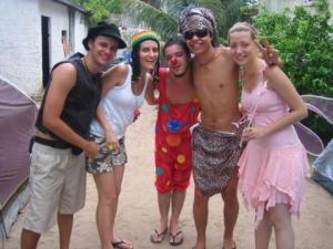 Quem disse que Carlinhos Brown só aparece no Carnaval em Salvador?